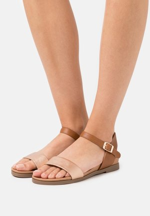 FREDDIE FOOTBED  - Sandalias - tan