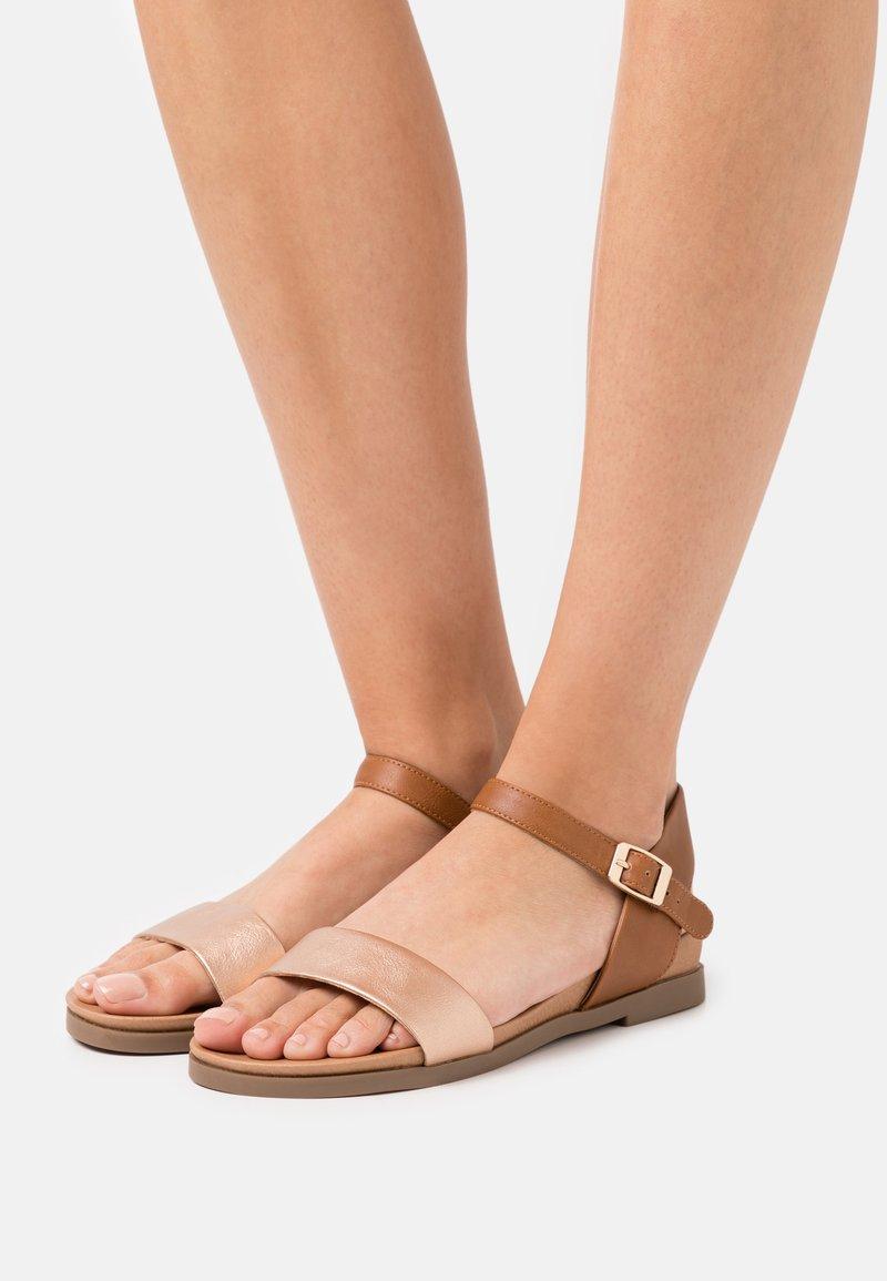 New Look - FREDDIE FOOTBED  - Sandalias - tan