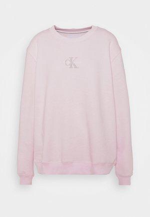 MONOGRAM LOGO CREW NECK - Sweatshirt - pearly pink/quiet grey