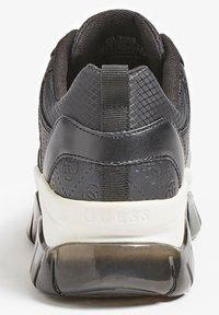 Guess - DREAMER 4G LOGO - Sneakers basse - schwarz - 2