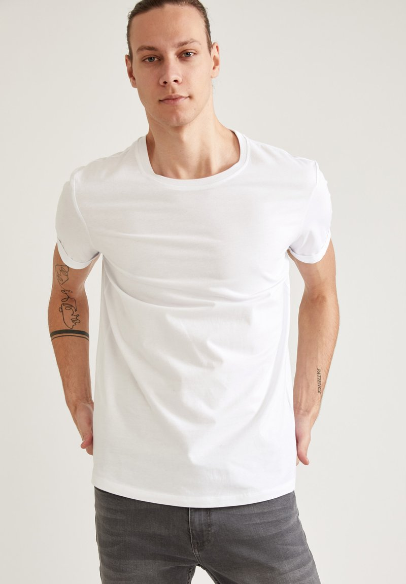 DeFacto - LONG FIT - Basic T-shirt - white