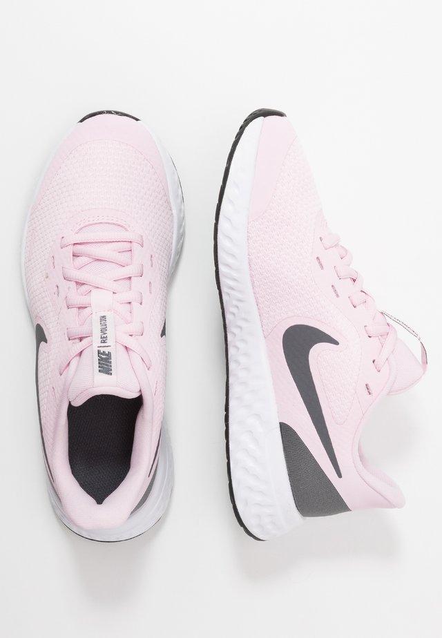 REVOLUTION 5 UNISEX - Neutral running shoes - pink foam/dark grey