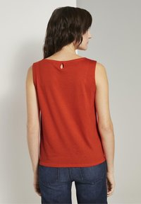TOM TAILOR - MIT KNOTENDETAIL - Top - strong flame orange - 2