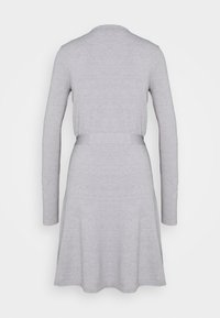 Vero Moda Tall - VMKARISARA WRAP DRESS  - Pletené šaty - light grey melange - 1