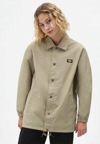 Dickies - OAKPORT COACH - Summer jacket - khaki - 5