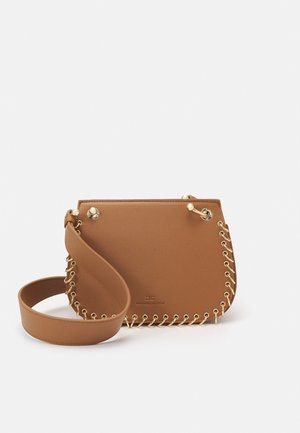 PIERCING SADDLE SHOULDER BAG - Across body bag - mou