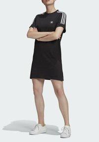 adidas Originals - TEE DRESS - Robe en jersey - black - 0