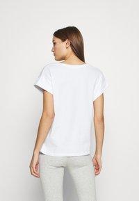 Moss Copenhagen - ALVA V NECK TEE - Basic T-shirt - white - 2