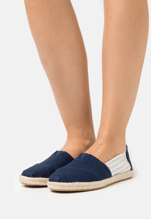 ALPARGATA ROPE VEGAN - Espadrilky - navy university