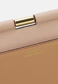 Lauren Ralph Lauren - CLASSIC PEBBLE - Handbag - ballet pink/nude - 3