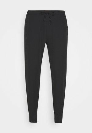 TRAVELER JOGGER - Spodnie materiałowe - black