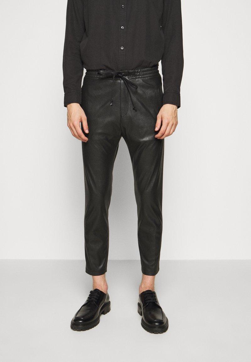 DRYKORN - JEGER - Trousers - schwarz