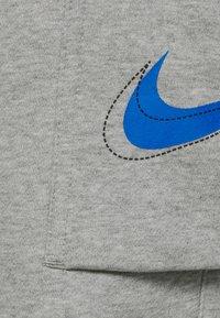 Nike Sportswear - COURT PANT - Tracksuit bottoms - grey heather - 4