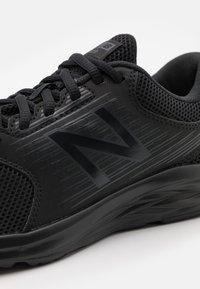 New Balance - 411 - Neutral running shoes - black - 5