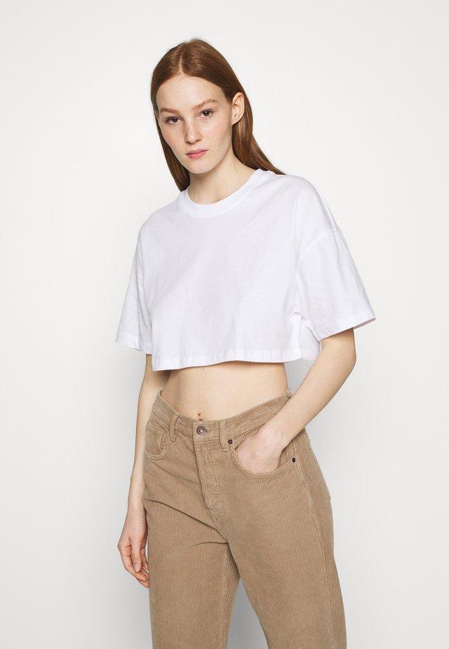 ZACHA CROPPED TEE - T-shirt basic - white