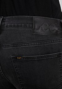 Lee - LUKE - Slim fit jeans - moto grey - 5