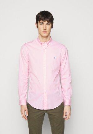Vapaa-ajan kauluspaita - carmel pink
