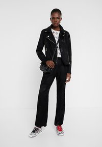 Desigual - CHAQ DELAWARE - Giacca in similpelle - black - 1
