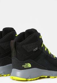 The North Face - JR HEDGEHOG HIKER II MID WP - Hiking shoes - tnfblack/sulphurspringgrn - 1