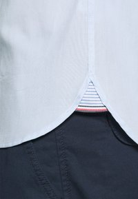 Tommy Hilfiger - SLIM TRAVEL OXFORD - Shirt - calm blue - 3