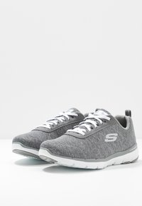 Skechers Wide Fit - FLEX APPEAL 3.0 - Sneakers laag - gray/white - 4