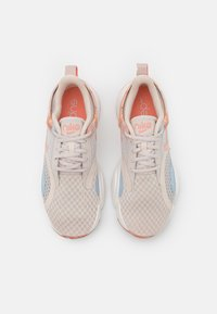 Nike Performance - SUPERREP GO 2 - Obuwie treningowe - desert sand/crimson bliss/summit white/light armory blue - 3