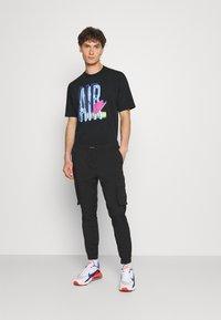 Nike Sportswear - TEE AIR LOOSE FIT - T-shirt med print - black - 1