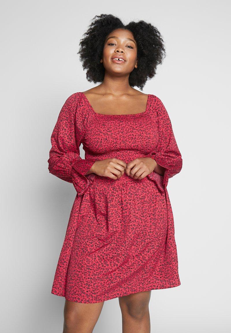 Simply Be - SHIRRED SKATER DRESS - Denní šaty - red