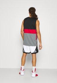 Jordan - DRY AIR DIAMOND SHORT - Sports shorts - white/black/smoke grey - 2