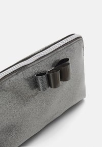 Ted Baker - GINNIY-BOW GLITTER MAKEUP BAG - Wash bag - gunmetal - 3