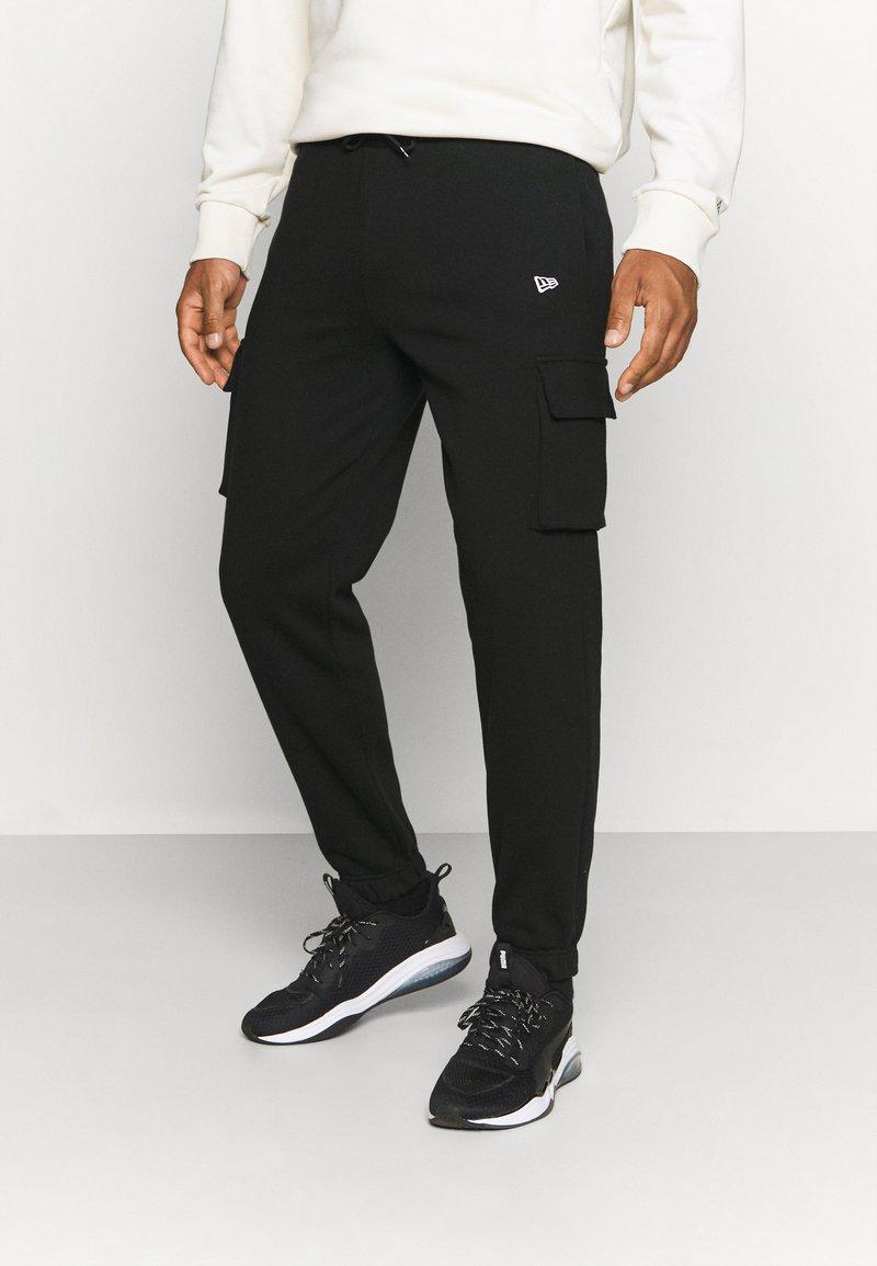 New Era - OUTDOOR UTILITY CARGO JOGGER - Club wear - black
