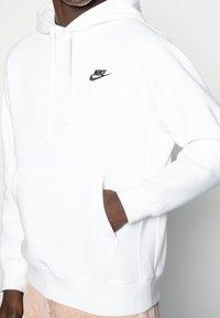 Nike Sportswear - CLUB HOODIE - Sweat à capuche - white/black - 4
