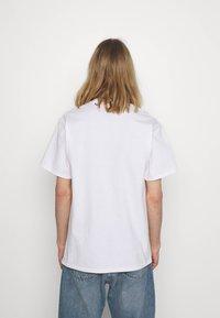 HUF - IN DA COUCH TEE - Print T-shirt - white - 2