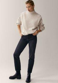 Massimo Dutti - MIT HALBHOHEM BUND - Slim fit jeans - dark grey - 1