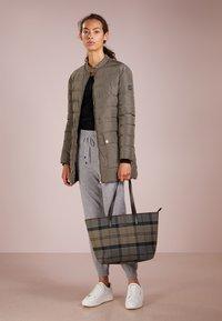 Barbour - WITFORD TARTAN TOTE - Tote bag - winter - 1