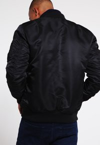 Alpha Industries - Kurtka Bomber - black - 2