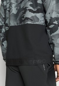 Nike Performance - Outdoor jacket - black/grey fog - 4