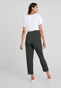 New Look - MILLER TIE WAIST TROUSER - Trousers - green - 3