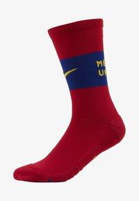 FC BARCELONA SQUAD - Sportovní ponožky - noble red/university gold