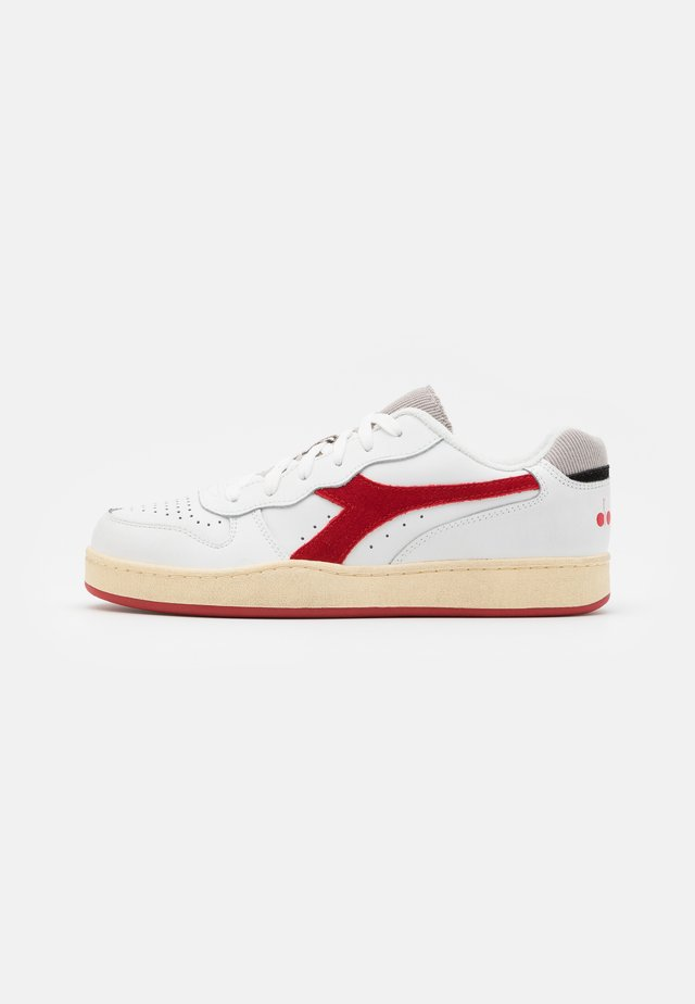 BASKET USED UNISEX - Sneakersy niskie - white/tango red