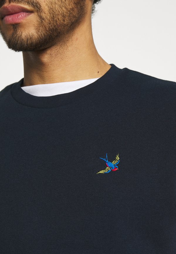 Burton Menswear London SWALL EMBROIDERED CREW - Bluza - navy/granatowy Odzież Męska PZUC