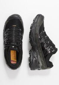 La Sportiva - ULTRA RAPTOR GTX - Trail running shoes - black - 1