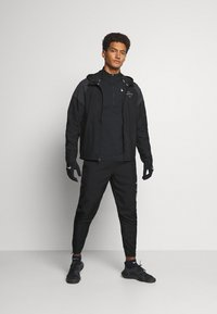 Nike Performance - NIKE RUN DIVISION FLASH - Sports jacket - black/silver - 1