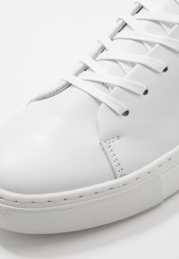 Bianco - BIAAJAY LEATHER SNEAKER - Joggesko - white - 6