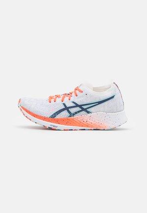 MAGIC SPEED CELEBRATIONS OF SPORTS - Závodní běžecké boty - white/thunder blue
