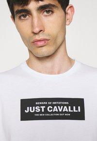 Just Cavalli - Triko spotiskem - optical white - 3