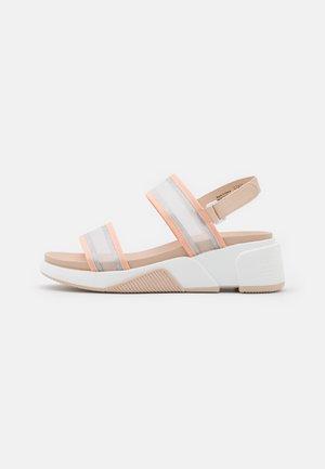 ETHUSSA - Sandály na platformě - light pink