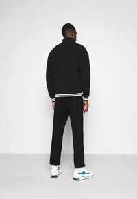 Karl Kani - SIGNATURE POLARFLEECE TROYER - Sweatshirt - black/white - 2