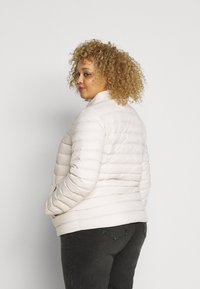 Tommy Hilfiger Curve - PACK - Down jacket - vintage white - 2