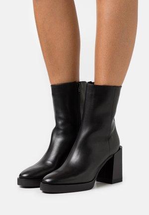 GRETA BOOT  - Kotníkové boty na platformě - nero